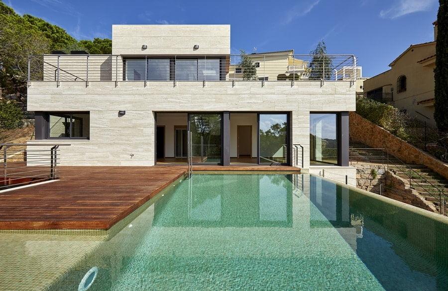 Casa alto standing con piscina y vistas al mar.