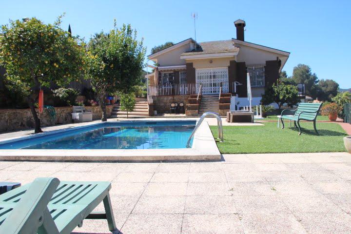 Casa con piscina cerca de la playa de Fenals.