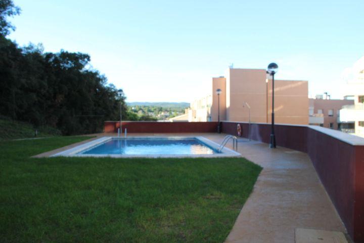 Apartamento con piscina cerca de la playa.