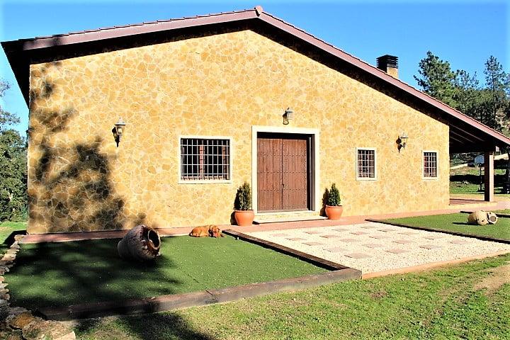 Casa soleada de estilo macia Catalana.