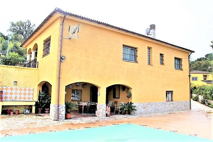 Casa soleada con piscina