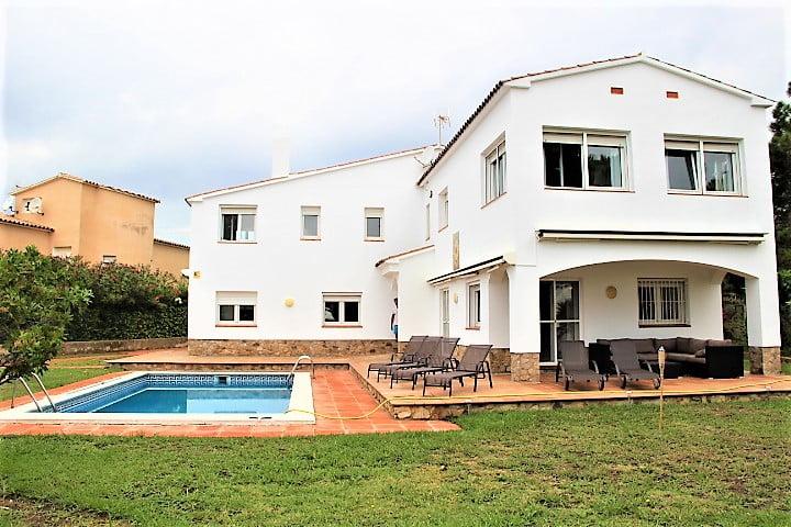 Villa en Montgoda.