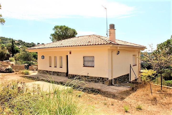 Casa soleada con gran parcela.