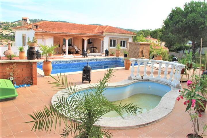 Casa con piscina con 2 parcelas.